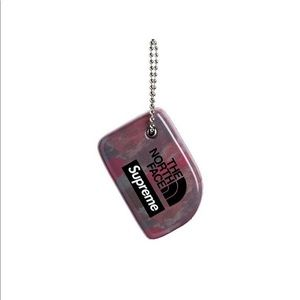 Supreme x The North Face Floating Key Chain